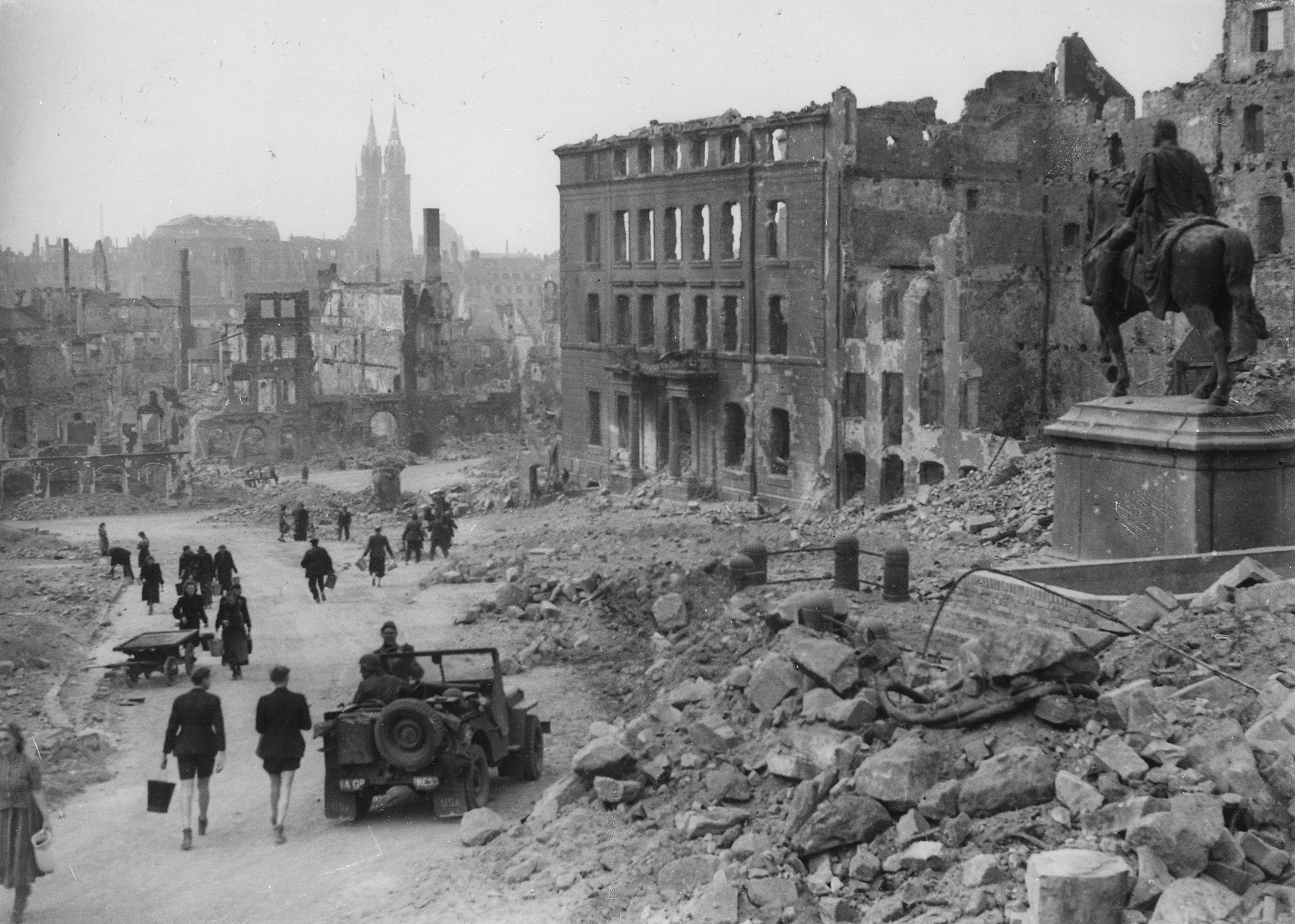 После войны  фото
