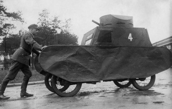 Резиновые танки: как хитрили на войне с не очень тяжёлой техникой