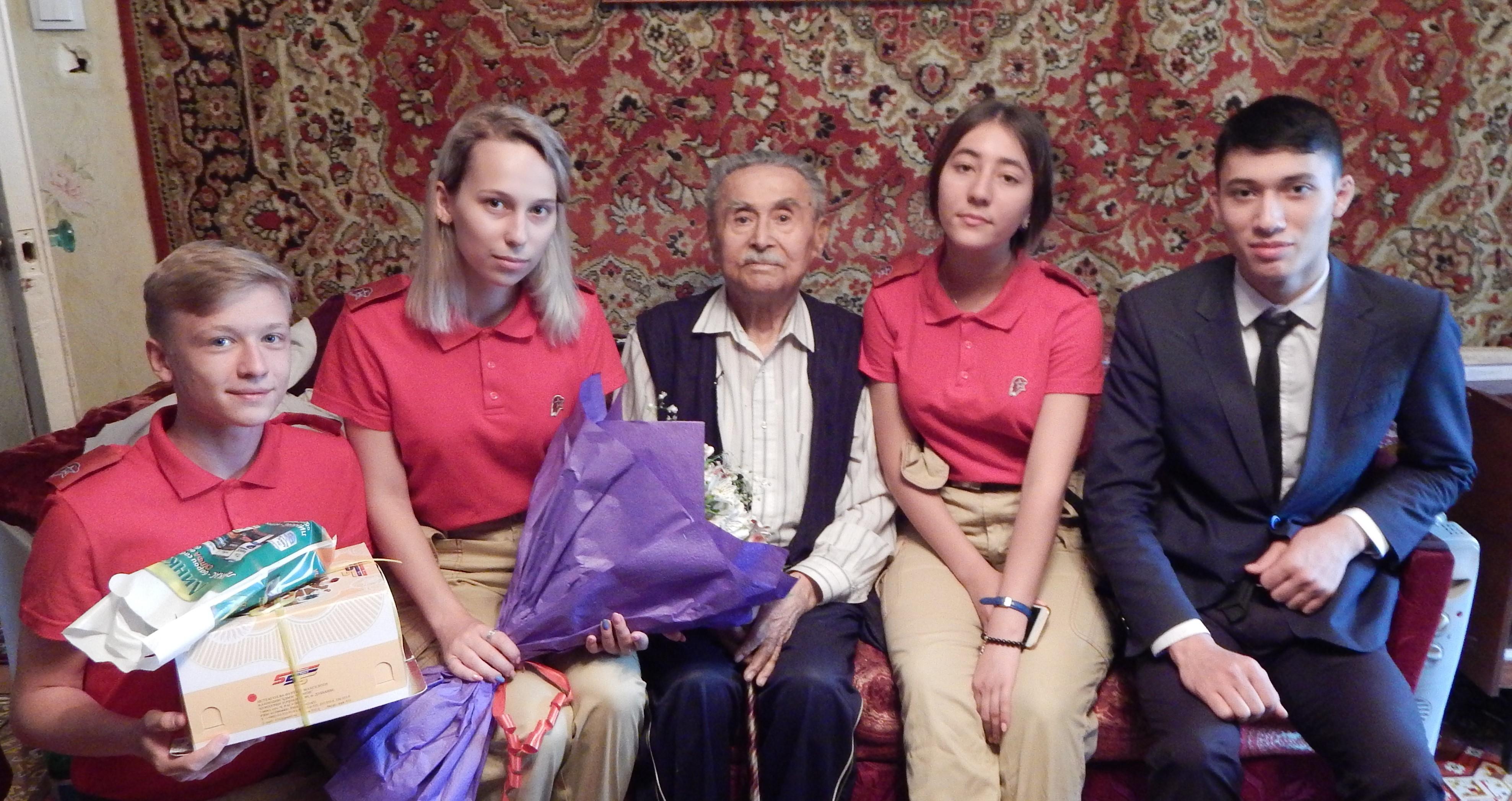 Юнармецы поздравили ветерана с 97-летием