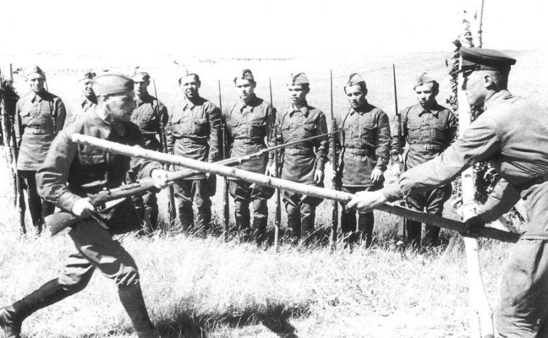 Советский РЭМБО. Гвардии сержанту было двадцать ...