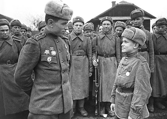 Как и почему в советские войска вернули погоны