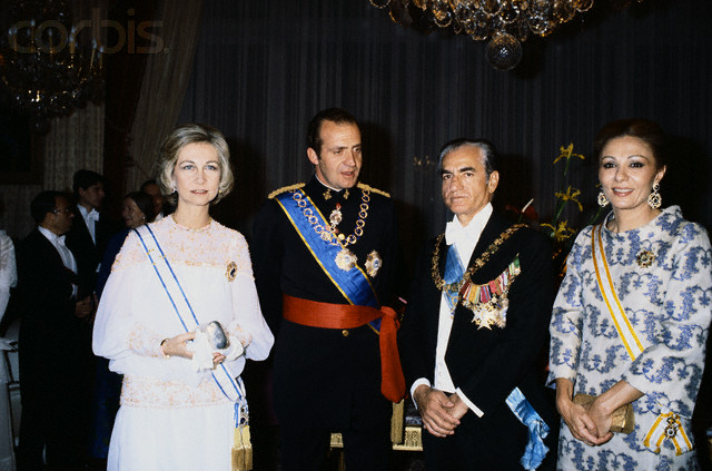 Фарах Пехлеви. История одной императрицы.