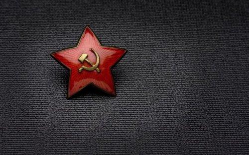 История символов: первый отличительный знак - красная звезда