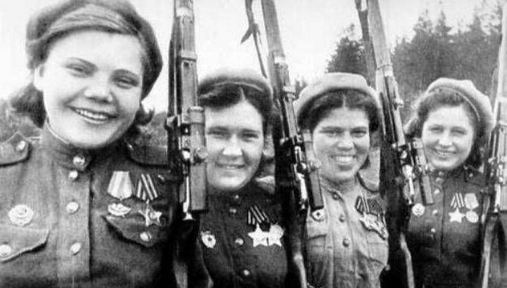 Герои Советского Союза — Маша Поливанова и Наташа Ковшова