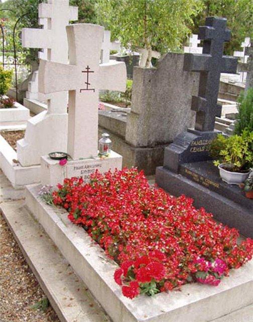 Сен-Женевьев-де-Буа.Кладбище великих...