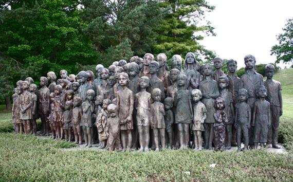 12 самых трогательных памятников тем, кто участвовал во Второй Мировой войне