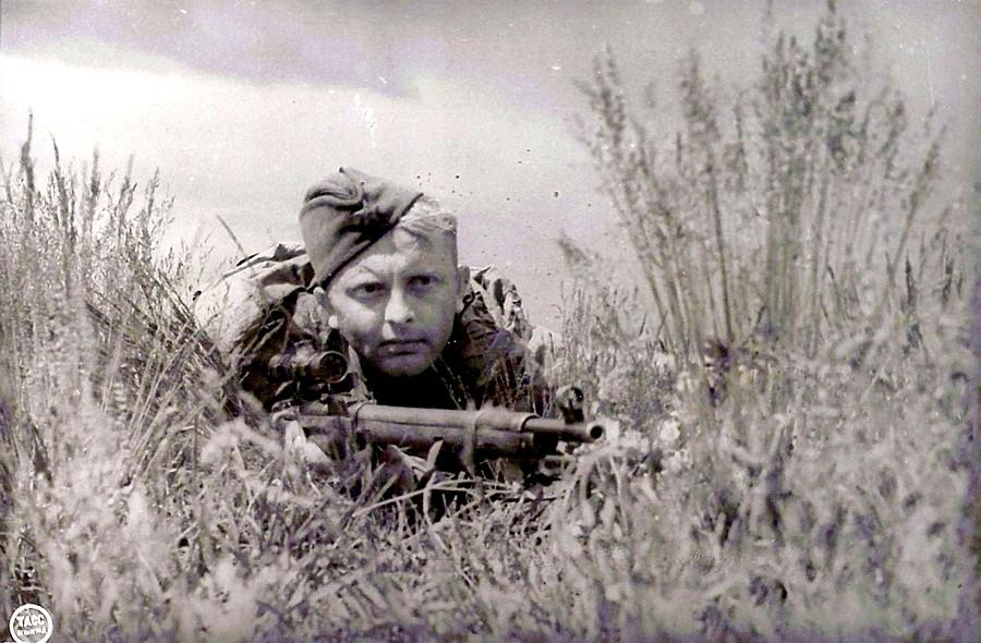 425 фашистских живодеров снайпера-истребителя Федора Дьяченко
