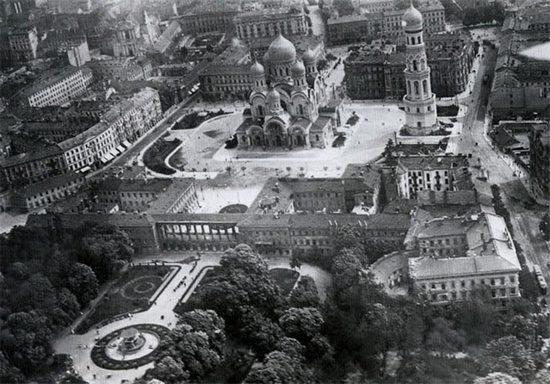 Собор Александра Невского: построен русскими, разрушен поляками