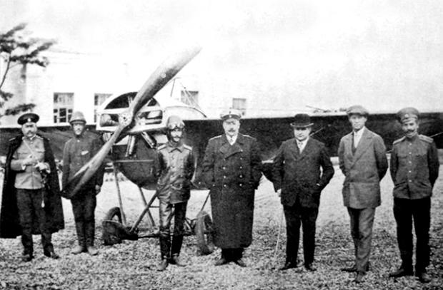 Первая русская школа военных летчиков
