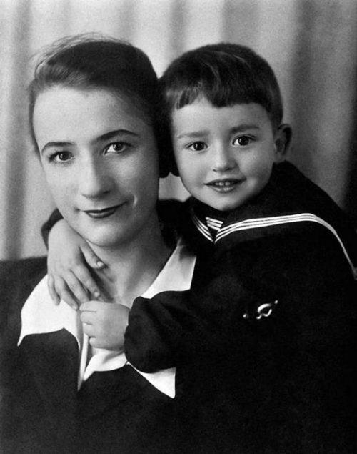 Родители и дети: 30 трогательных фото российских знаменитостей в кругу семьи