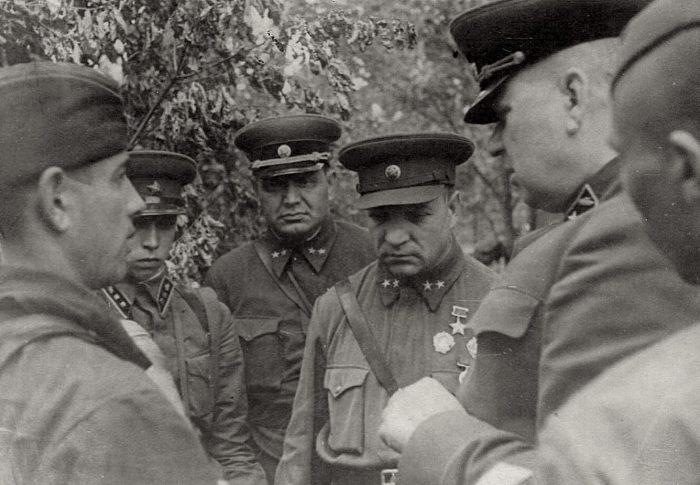 Советские командиры. Александр Ильич Лизюков