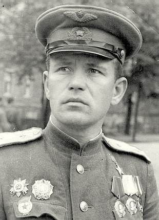 Лётчик - ас Василий Михалёв