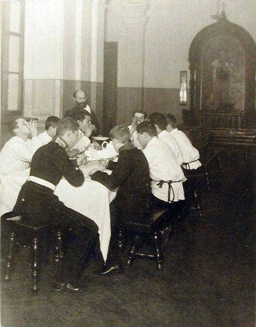 Что ели на обед в Царскосельском лицее, Пажеском корпусе и Советской школе