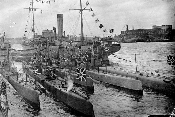 Герой-подводник Лисин