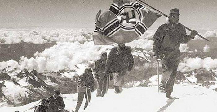 Флаги над Эльбрусом