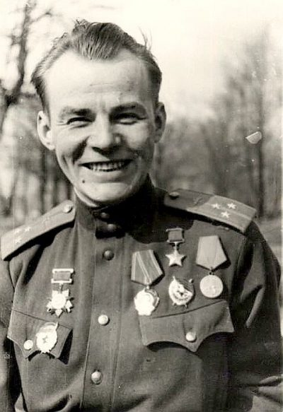 Герой воздушных схваток Виктор Зотов