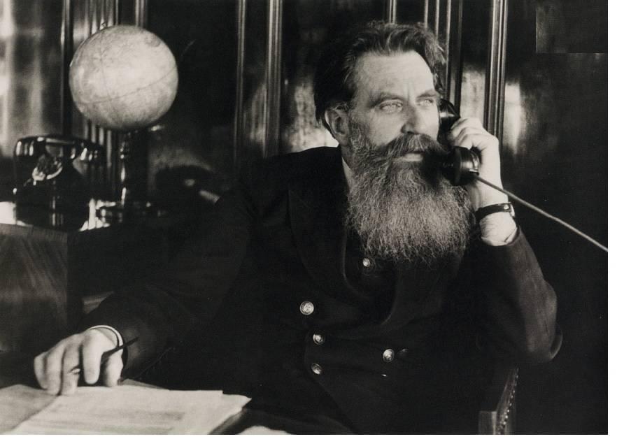 Отто Юльевич Шмидт — советский исследователь Арктики