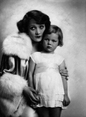 10 фотографий красивейших актрис ХХ века и их матерей