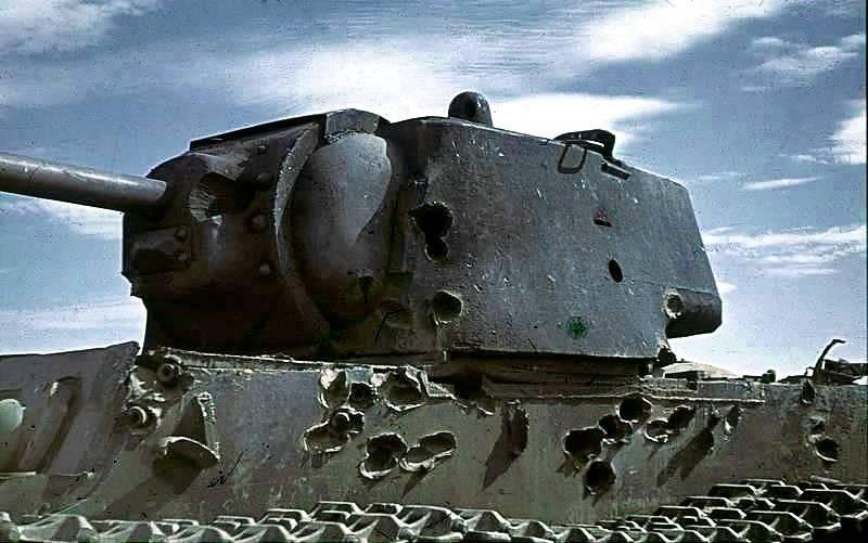 Как советский КВ на сутки остановил танковую колонну фашистов