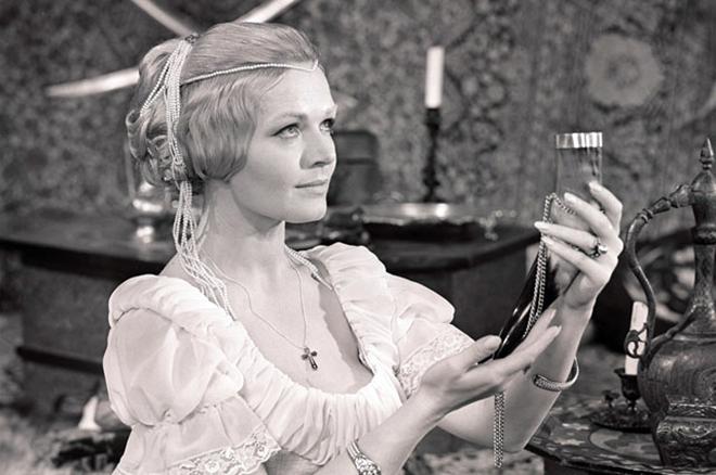 Одна из самых популярных актрис современности - Людмила Чурсина