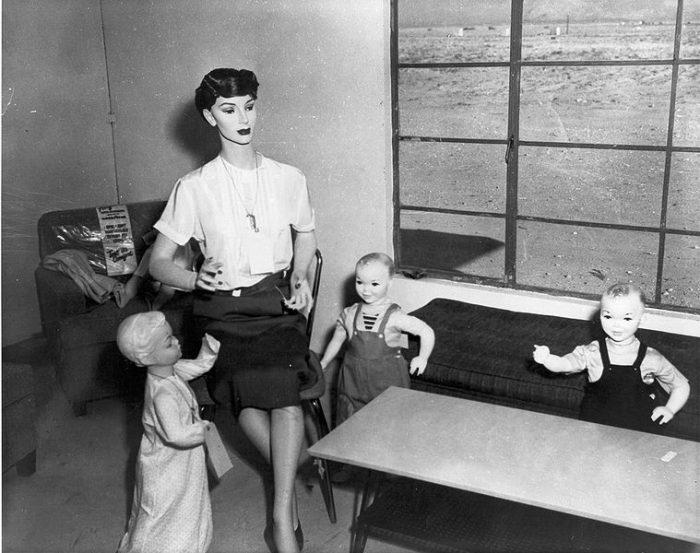 Испытание атомной бомбы на манекенах