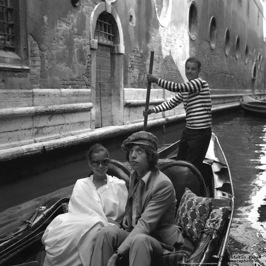 Редкие фотографии известных людей, отдыхающих в Венеции