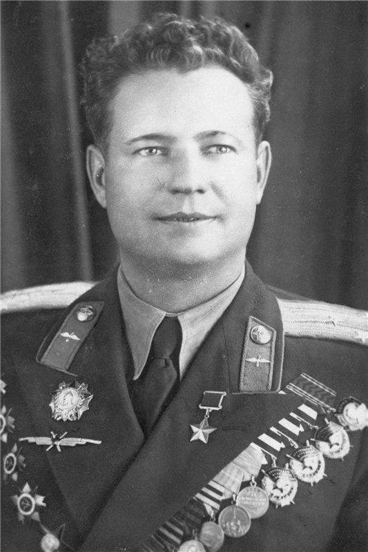Награды летчик Федоров получал из рук Сталина, Ибаррури и…Гитлера