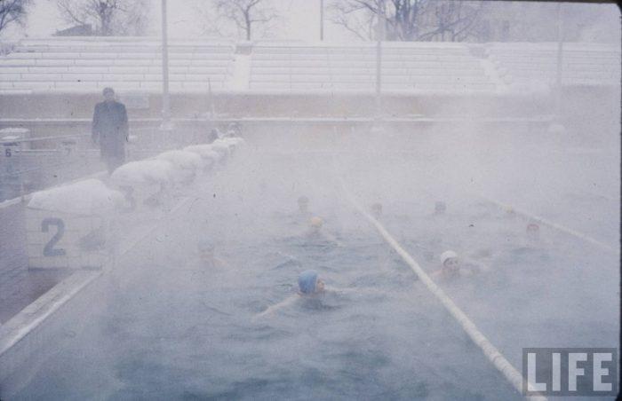 Лыжные гонки, шопинг и купание в проруби