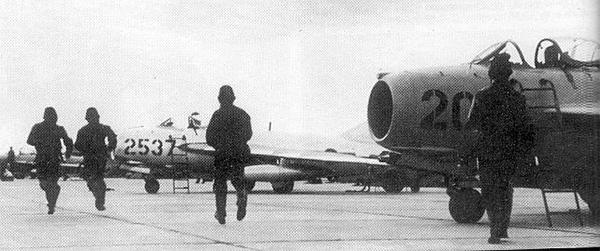 МиГ-17 против F-105: первая победа в небе Вьетнама