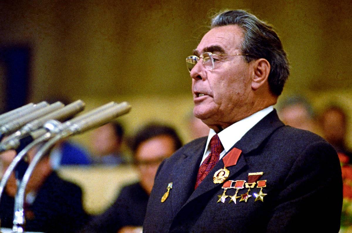 Как французский истребитель обстрелял самолет Брежнева…