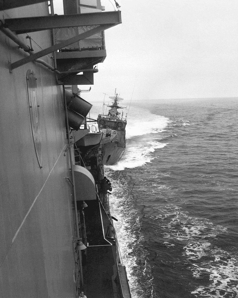 Американские корабли нарушили морскую границу СССР, но потом горько пожалели
