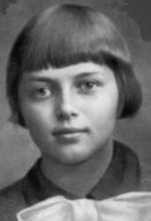 Седые волосы 17-летней Зины невозможно забыть