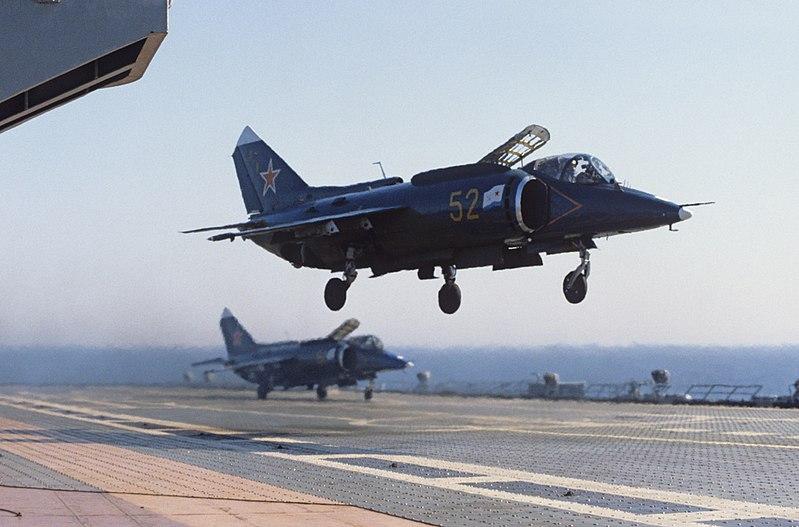Як-38, мало похожий на штурмовик, и лётчик, не похожий на Героя