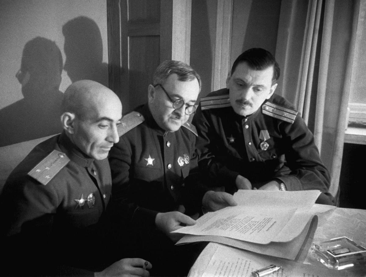 Имя автора первого советского гимна постепенно забылось...