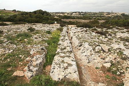 Дороги на скалах - колея в древний мир